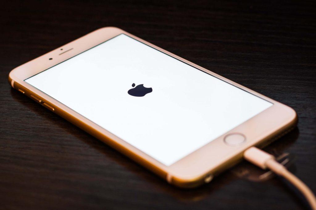 iphone перезагружается